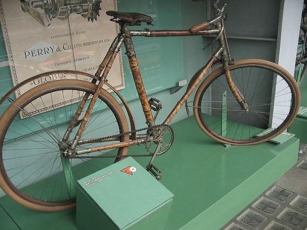 Prima bicicletta in bambù