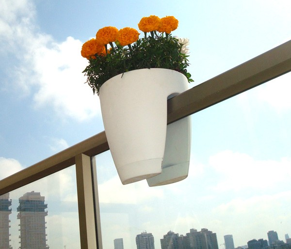Vasi per arredare la casa con stile idee green for Vasi da ringhiera
