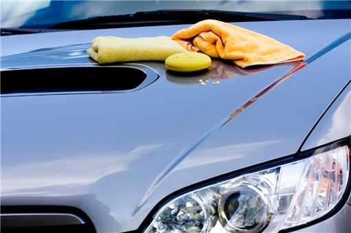 Lavaggio auto a mano