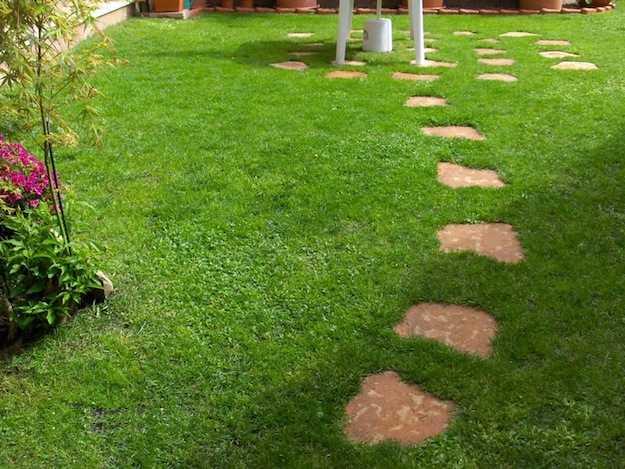 Come seminare il prato idee green - Idee per realizzare un giardino ...