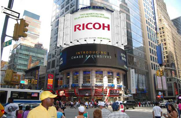 Insegne luminose a energie rinnovabili idee green for Time square londra