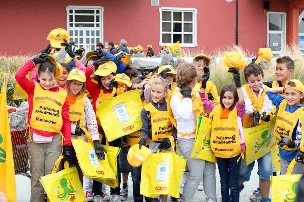 Bambini a puliamo il MiniMondo