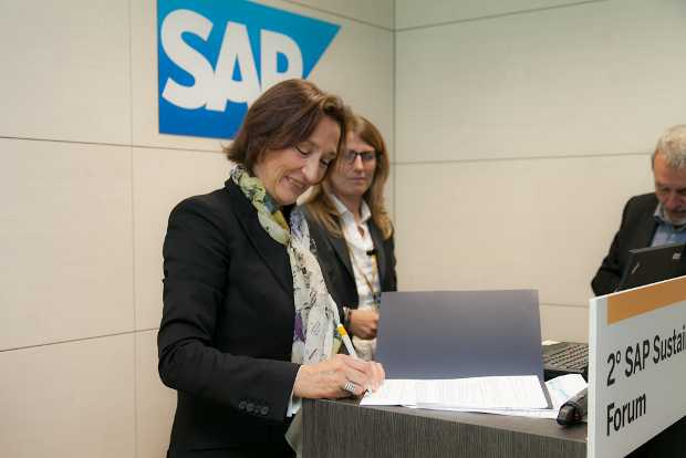Firma dell'accordo tra SAP e Clini