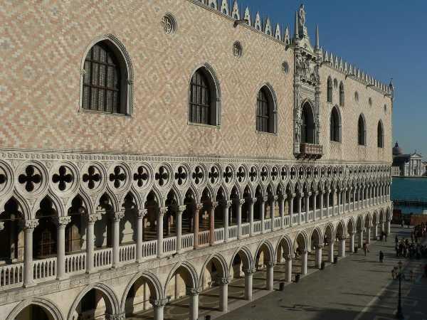 La facciata di Palazzo Ducale