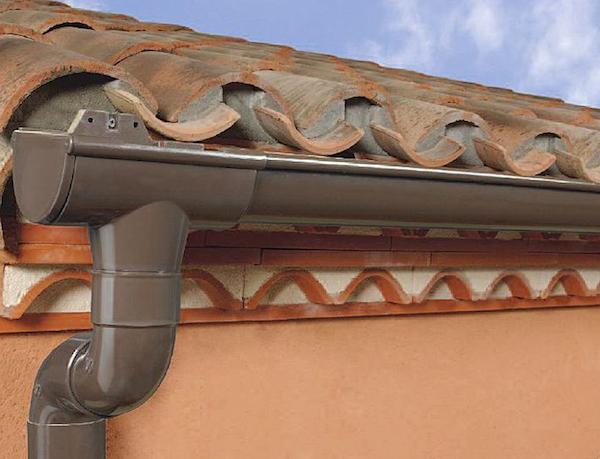Come funzionano le grondaie idee green for Installazione di condotte idriche in rame