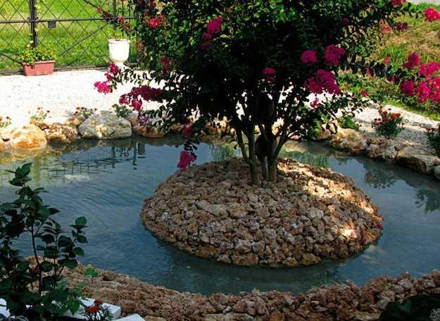La realizzazione del laghetto da giardino idee green for Costruire laghetto da giardino