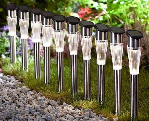 Lampade solari da giardino idee green for Luci esterno ikea