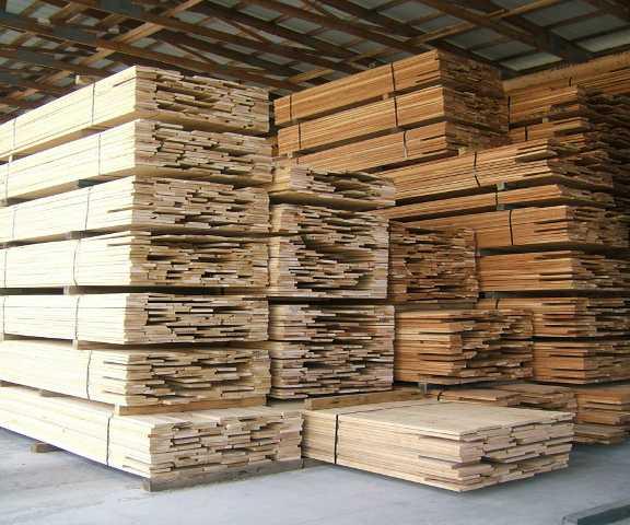 Cataste di legname segato