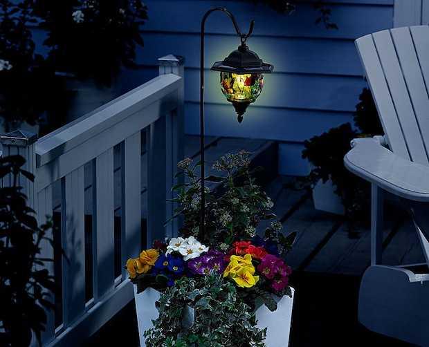 Lampioni solari da giardino idee green - Lampioni giardino ...
