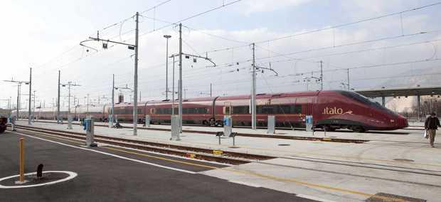 Treno Italo in stazione a Forlì