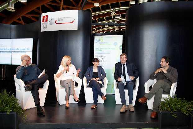 Dibattito con Debora Serracchiani a EOS Exposition of Sustainability