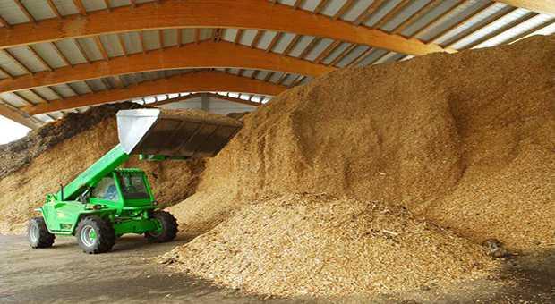 Un deposito di biomassa legnosa pronta per la gassificazione