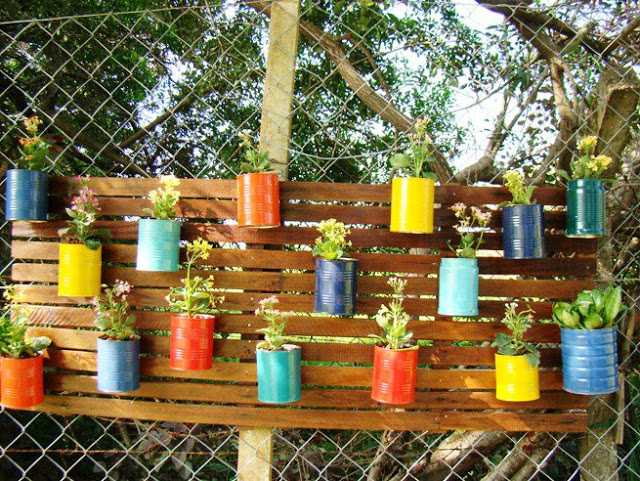 Riciclo dei pallet per realizzare un giardino verticale - Giardino pallet ...