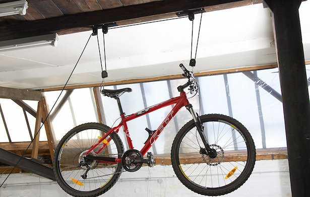 appendere bici al muro o soffitto