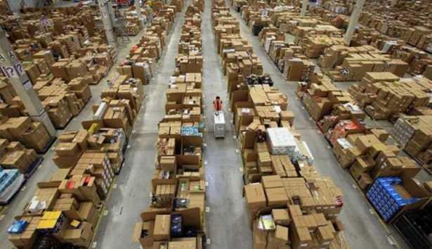 Il centro di distribuzione di Amazon Italia
