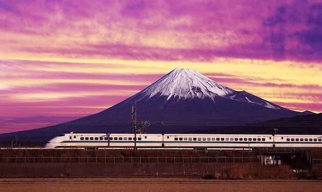 shinkansen-bullet-train-and-mount-fuji-japan