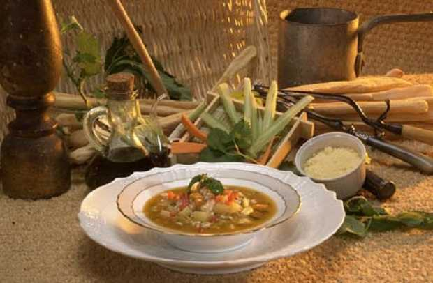 pentola di minestra di verdure a basso contenuto di grassi