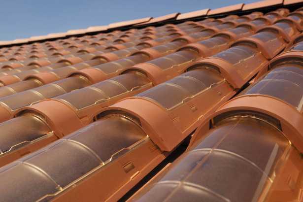 Le tegole fotovoltaiche salvano il paesaggio idee green for Tegole del tetto della casetta