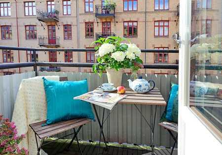 Come arredare un terrazzo piccolo idee green for Arredamento per terrazzo piccolo