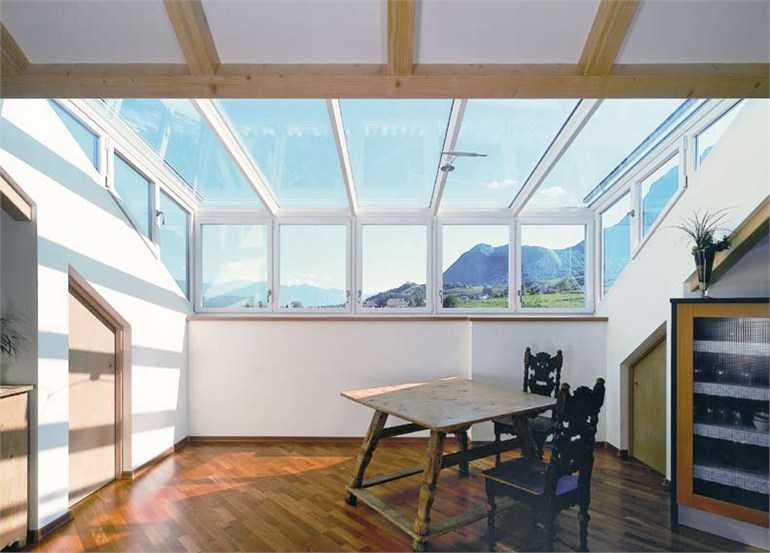 Come illuminare un tetto in legno ispirazione interior for Piani tetto veranda protette