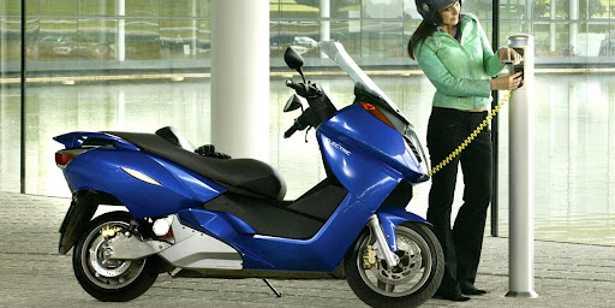 scooter-elettrico-ricarica