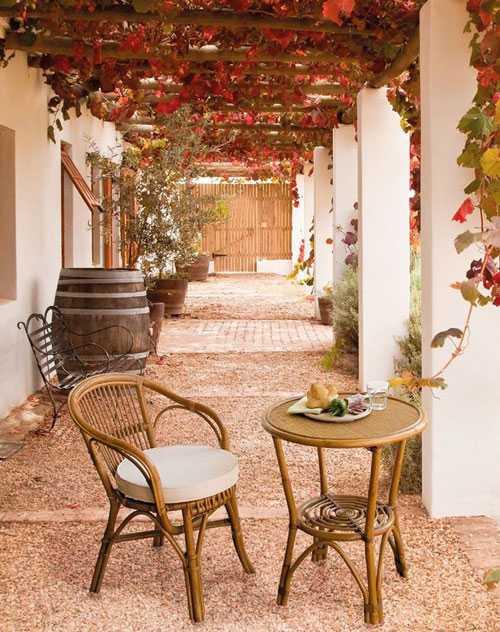 Come arredare il giardino: sedie e tavolino