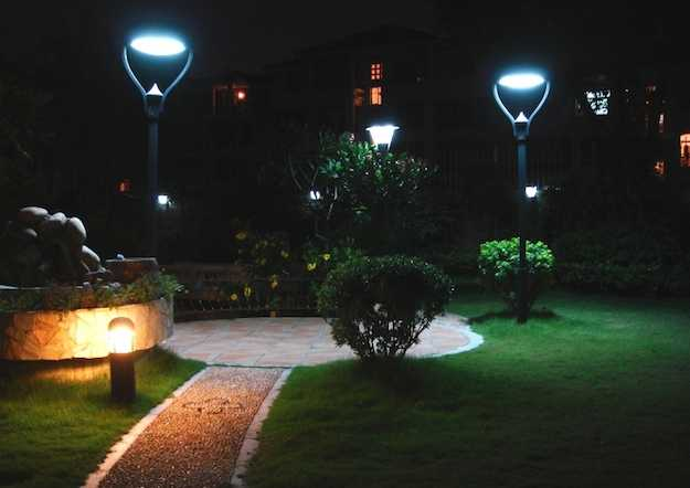 Come installare un lampione da giardino idee green - Illuminazione da giardino solare ...