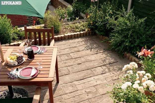 Costruire un pavimento in legno per giardino idee green - Pavimentazione giardino in legno ...