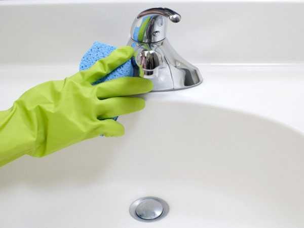 come eliminare il calcare dal bagno