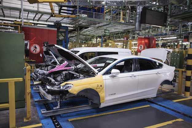 ford mondeo hybrid prezzo