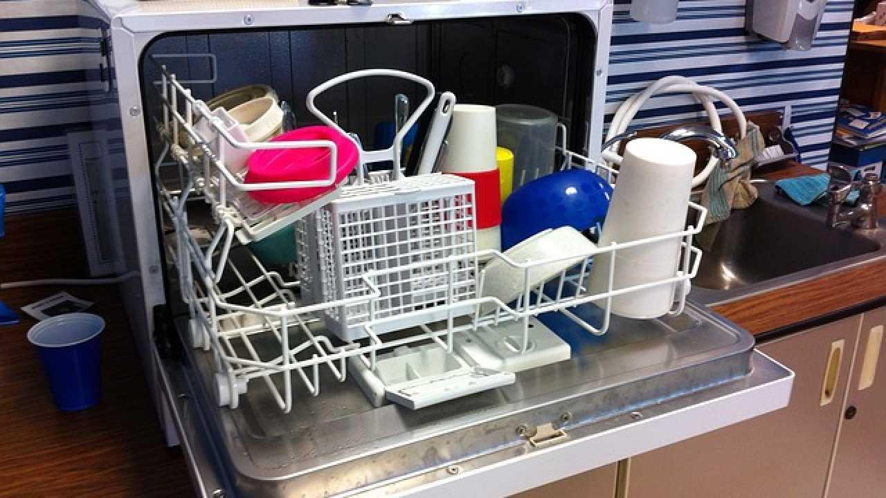 Come Pulire Un Frigorifero Usato come pulire la lavastoviglie - idee green