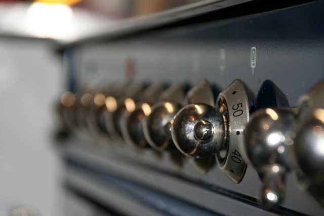 Pulire il forno, istruzioni per farlo senza fatica - Idee Green