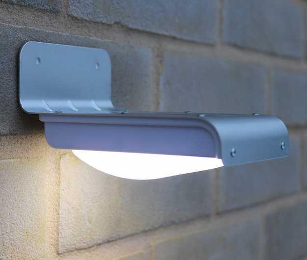 Lampada Con Pannello Solare Da Esterno : Faretto a energia solare idee green