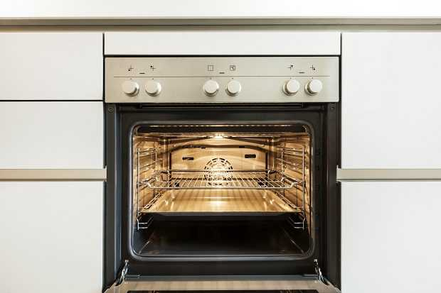 pulire il forno molto incrostato