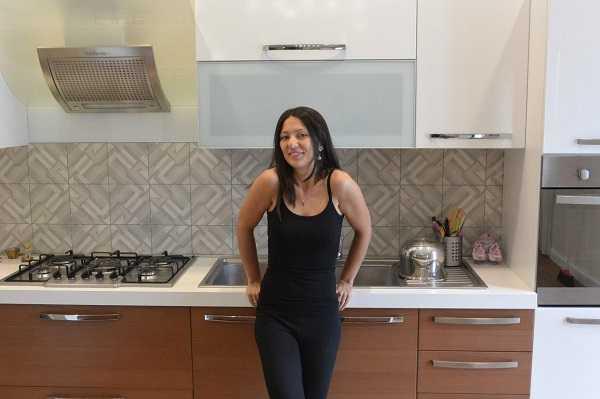 La food blogger Misya nella sua cucina