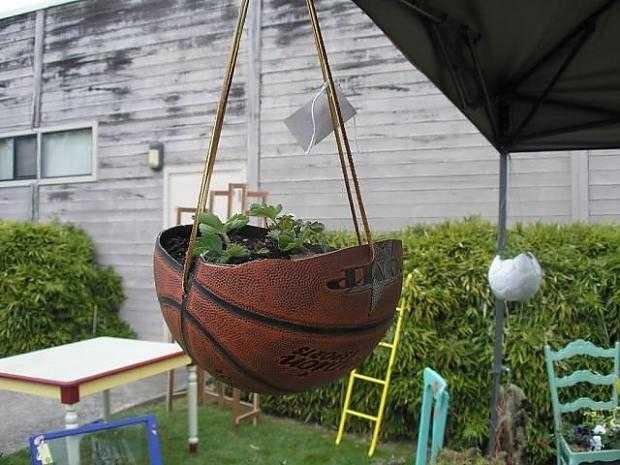 Riciclo fai da te oggetti da riutilizzare invece di - Oggetti per giardino ...