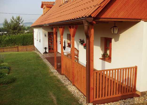 Chiudere un portico permessi e iter idee green for Ville con portico in legno