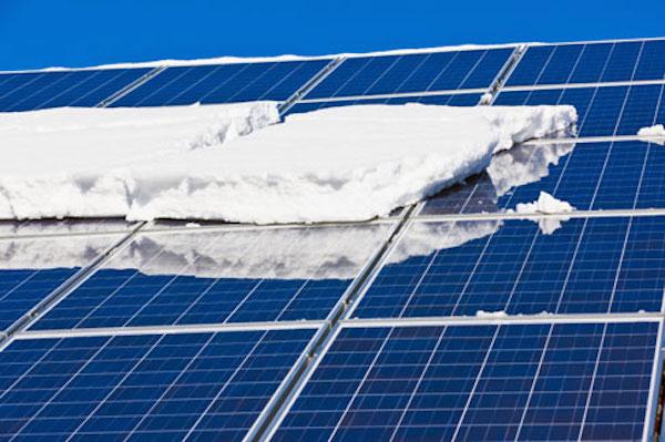 rimuovere neve dai pannelli solari