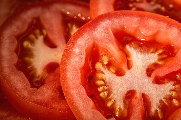 raccogliere semi di pomodoro