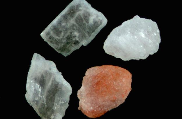 Lampada Di Cristallo Di Sale Ionizzante : Lampada di sale himalayano con base in cedro sorgentenatura