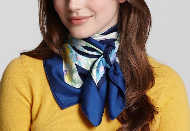Come indossare un foulard con stile - Donnamoderna