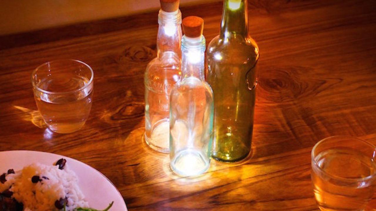 Lampadari Con Bottiglie Di Vetro lampada fai da te con bottiglia o barattolo - idee green