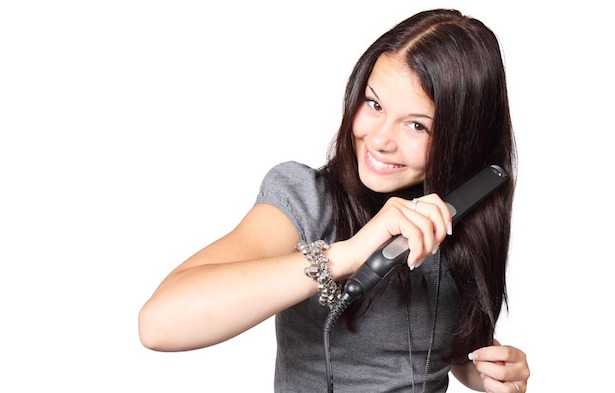 Come passare la piastra sui capelli
