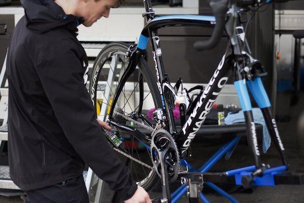 Pulire la catena della bici dalla ruggine