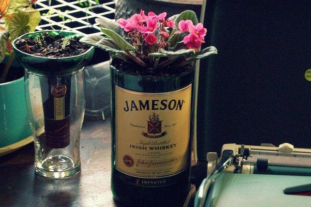 Lampade Con Bottiglie Di Vetro : Come tagliare bottiglie di vetro ...