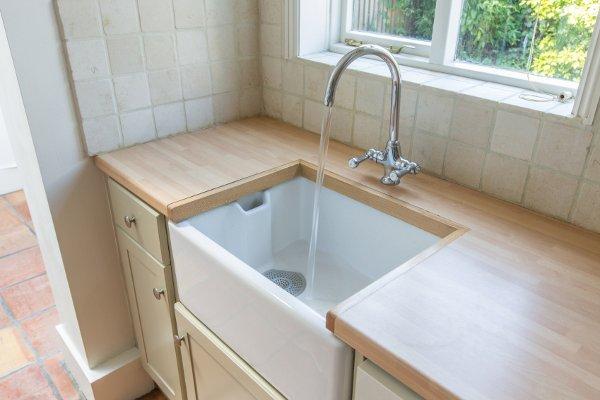 Come eliminare il cattivo odore delle tubature idee green - Odore di fogna in bagno quando piove ...