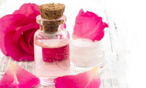 come fare acqua di rose fai da te
