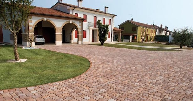 Pavimento esterno posa fai da te for Pitturare esterno casa fai da te