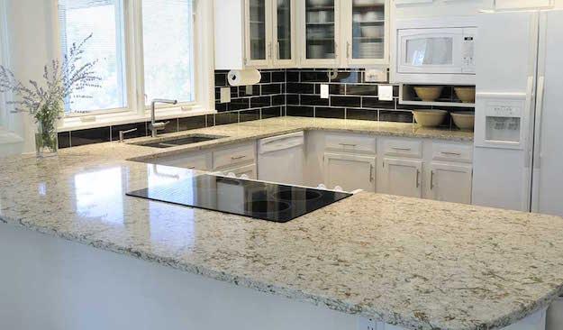 Cucina Piano Lavoro.Piano Di Lavoro In Cucina Materiali E Consigli Idee Green
