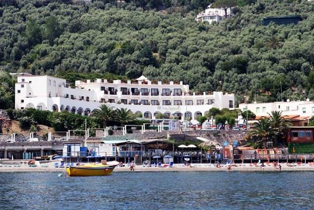 punta campanella resort